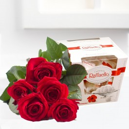 Ramo de rosas con bonbons, EE#562R Ramo de rosas con bonbons