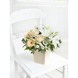 Cream Exquisite Arrangement, GB#500517.Cream Exquisite Arrangement