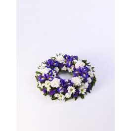 Classic Wreath - Blue and White, IE#500446 Classic Wreath - Blue and White