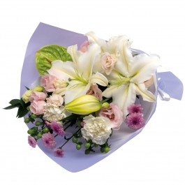 Sympathy bouquet in white with some pastel colors, Sympathy bouquet in white with some pastel colors