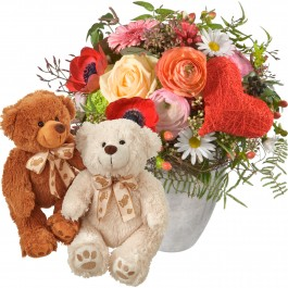 Valentine's Day bouquet with two teddy bears (white & brown), Valentine's Day bouquet with two teddy bears (white & brown)