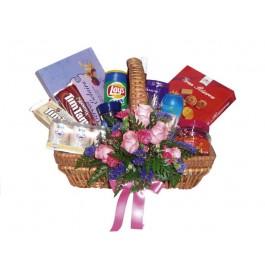 Cesta Gourmet con flores, TH#4107 Cesta Gourmet con flores
