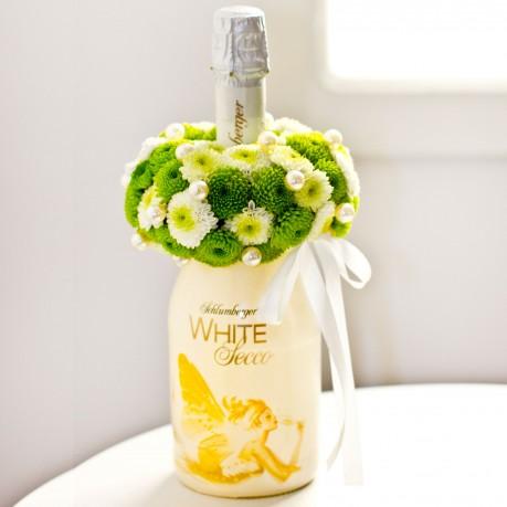 Habzó bor virággal díszítve, Habzó bor virággal díszítve