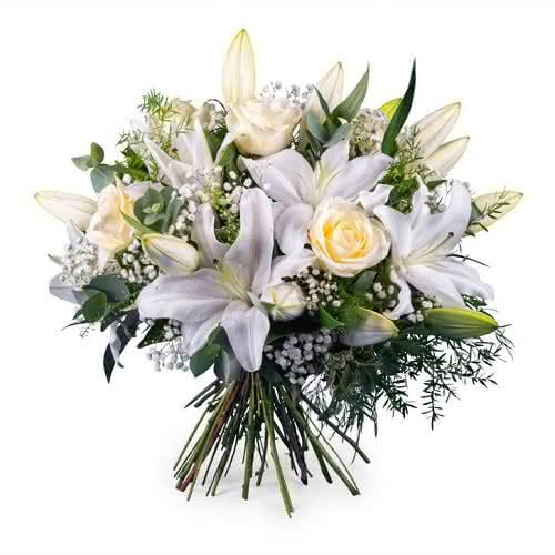 Flores blancas en la Ofrenda a la Virgen del Pilar el 12 de octubre