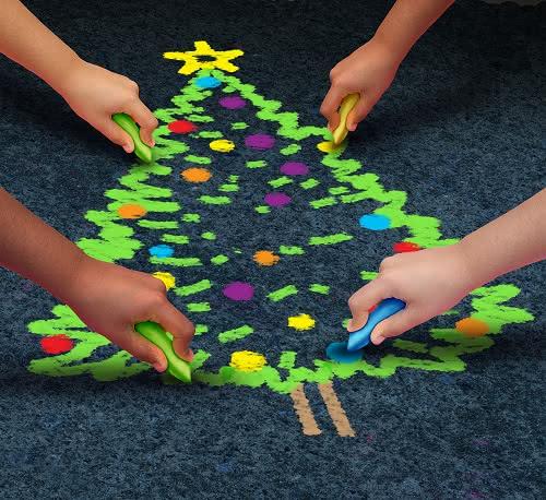 Arreglos florales de Navidad en servicios de mesa, sillas y regalos