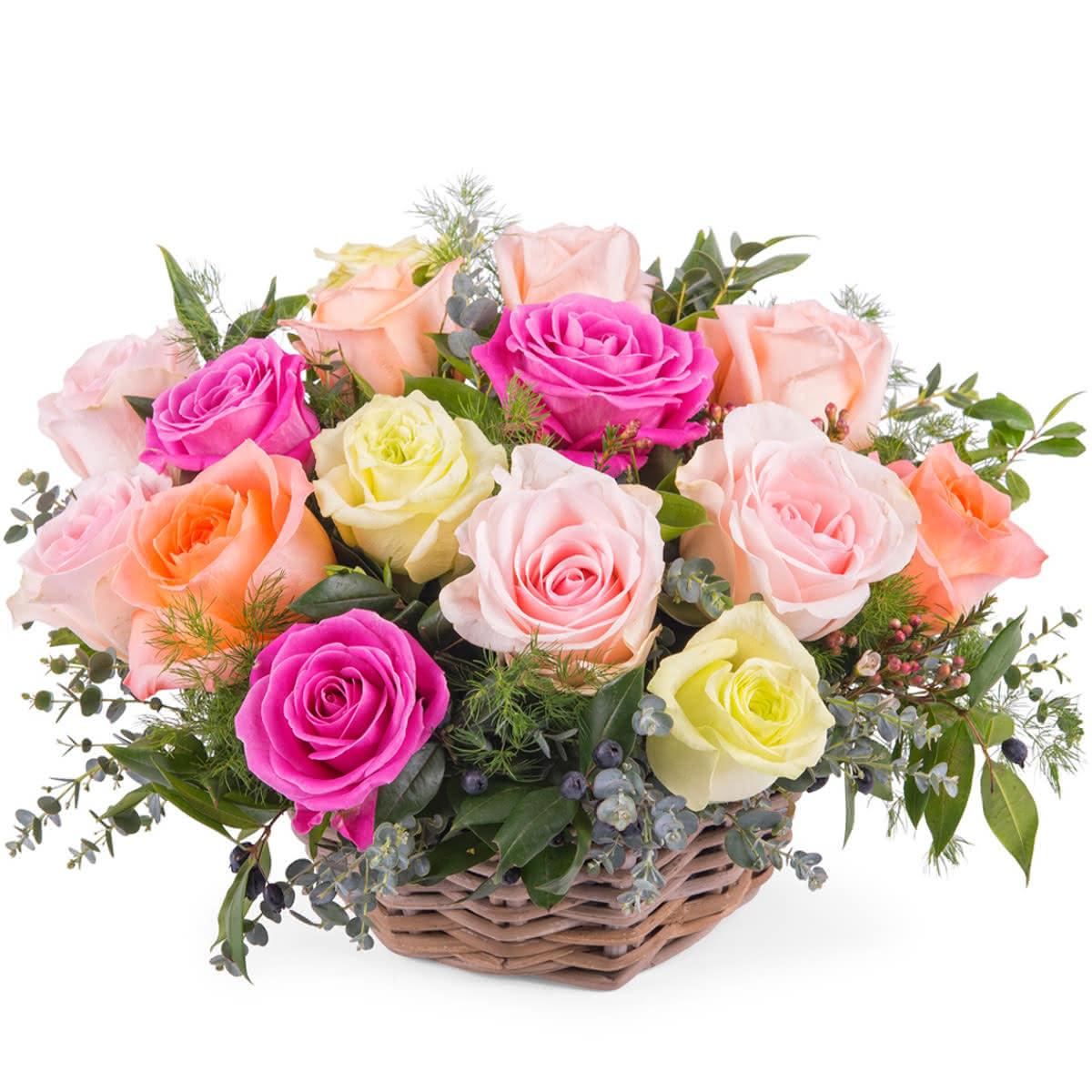 Centro de rosas multicolor para una gran mujer