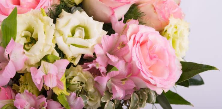 Enviar rosas y lisianthus a domicilio